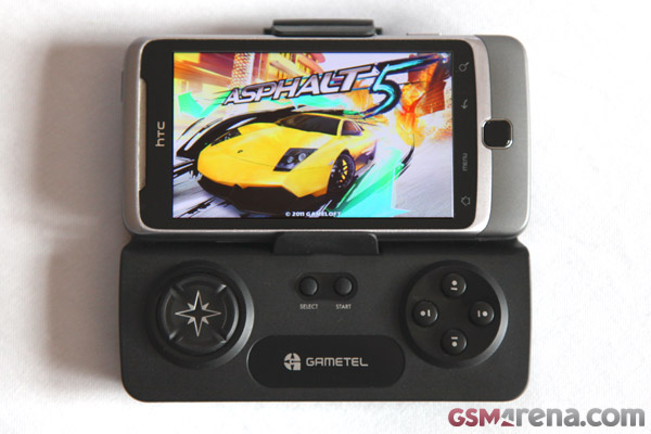 Asphalt 5 HD on an HTC Desire Z using the Gametel Bluetooth gamepad