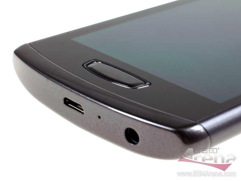 [Обзор] Samsung S8600 Wave III на живых фотографиях